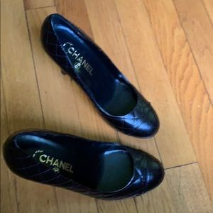 Chanel beautiful quilted pumps new in box